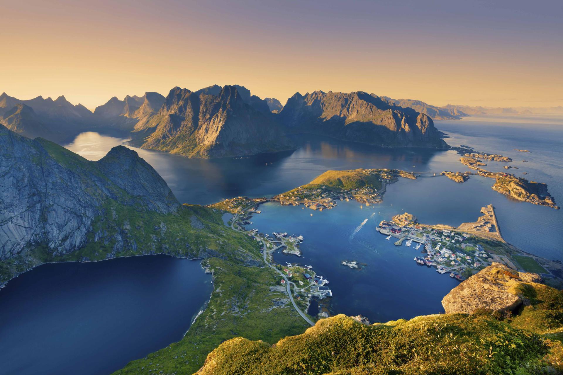 FIORDI NORVEGESI, ISOLE LOFOTEN ED IL SOLE DI MEZZANOTTE | Tour della Norvegia